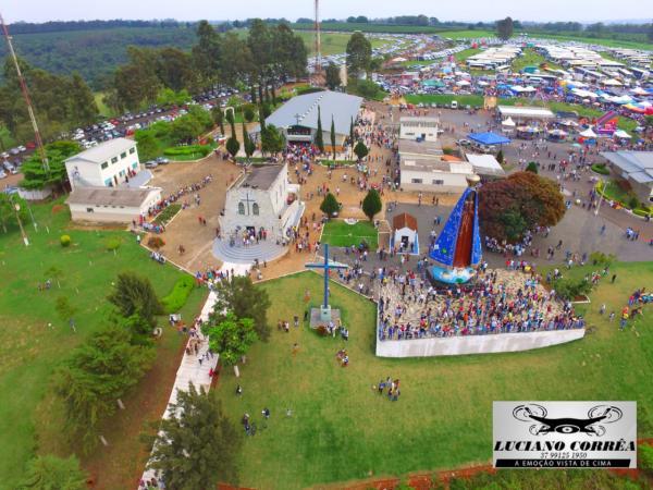 Santuário de Nossa Senhora Aparecida em Campos Altos recebe milhares de fiéis