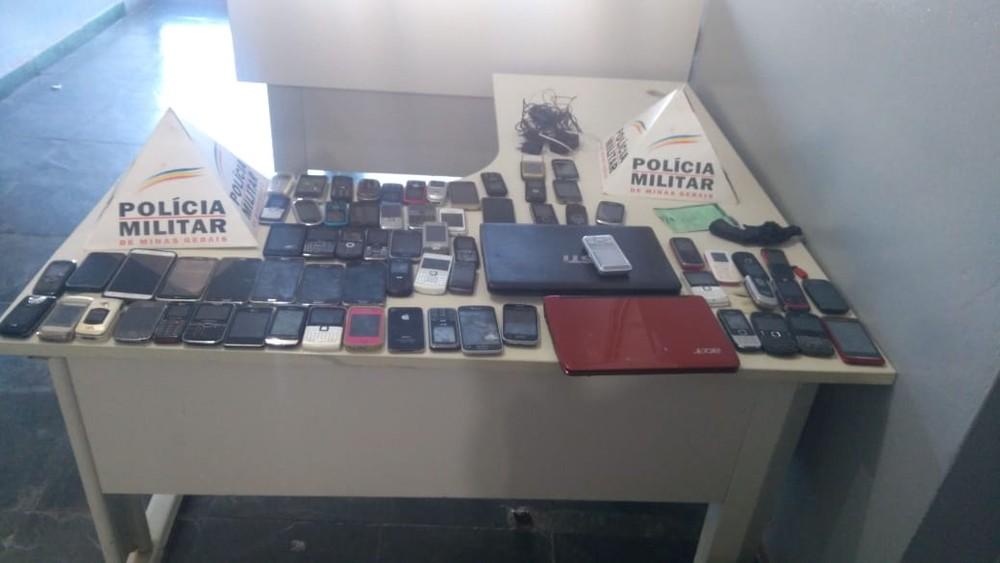 Produtos eletrônicos recuperados pela PM após furto em Fórum de São Gotardo — Foto: Policia Militar/ Divulgação