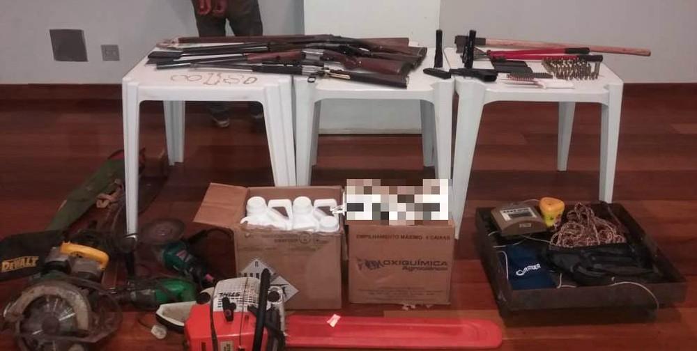 Vários materiais foram apreendidos nas casas de pai e filho em Uberaba — Foto: Polícia Militar/Divulgação