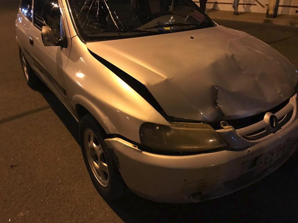 Colisão entre carro e moto deixa motociclista ferido em Campos Altos