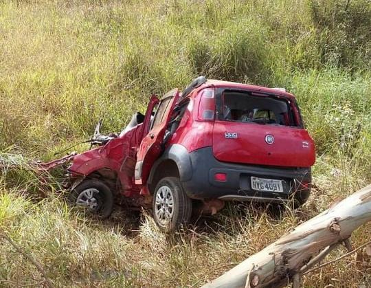 Motorista morre e passageiros ficam feridos em acidente na BR-354, entre Campos Altos e Santa Rosa da Serra