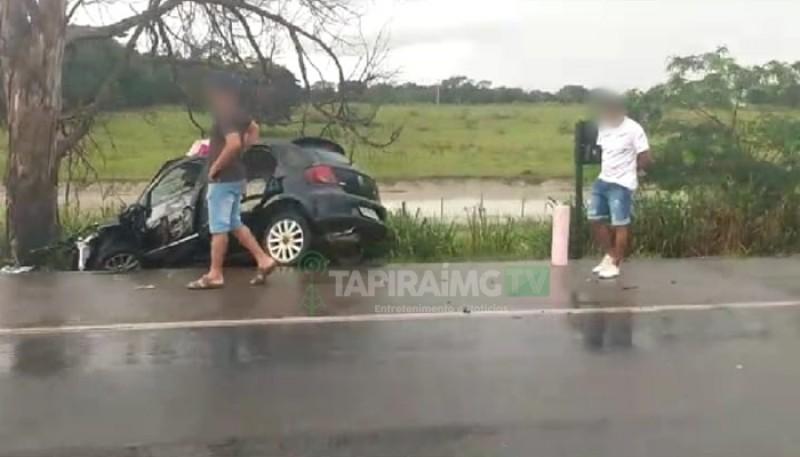 Colisão entre carro e carreta deixa mulher ferida na BR-262 entre Luz e Bom Despacho