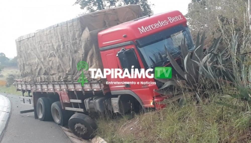 Colisão entre carreta e caminhão deixa uma pessoa ferida na BR-354 em Bambuí
