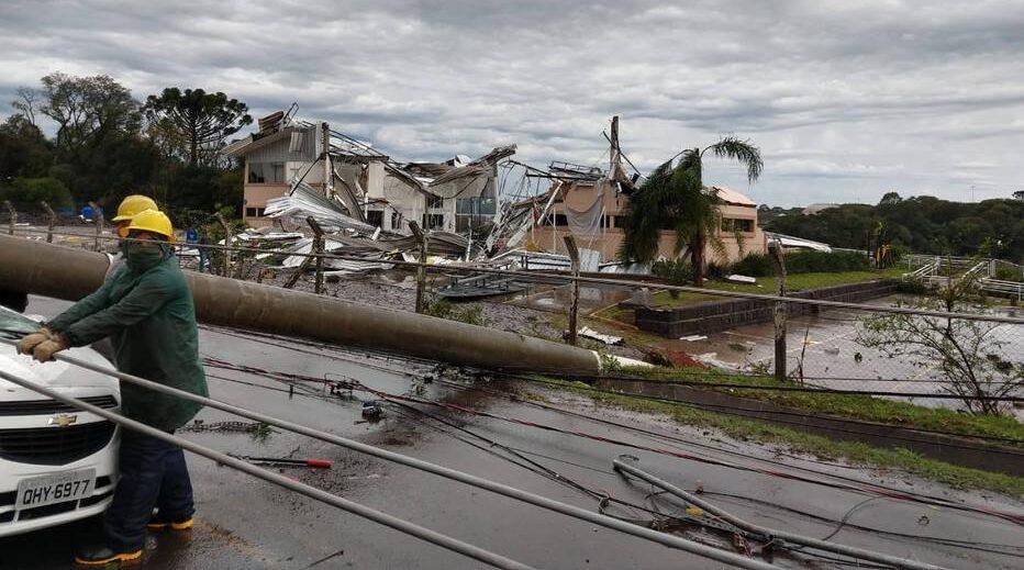 'Ciclone bomba' mata 10 pessoas no Sul do Brasil; ventania chega a SP e RJ