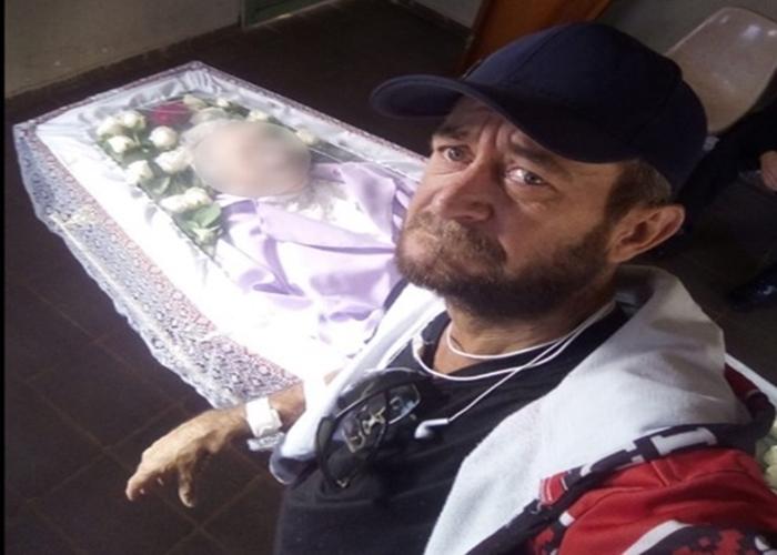 Filho que viralizou ao velar a mãe sozinho morre após incêndio em Goiás