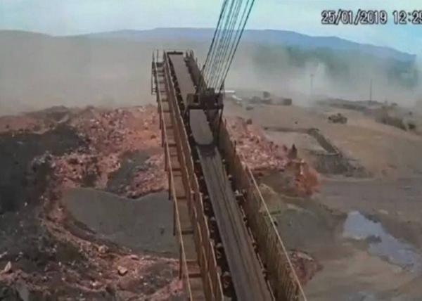 O momento em que a barragem se rompeu em Brumadinho